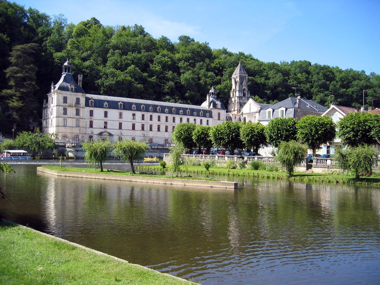 Vue sur la venise du Périgord et son Abbaye Saint-Pierre